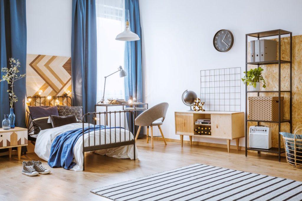 Le lino imitation plancher en bois donne un aspect chaleureux à une chambre.